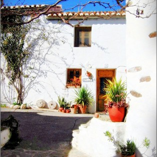felicidad-front-door-Castilllejosretreat-com-5